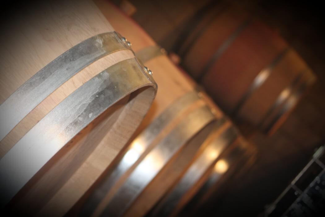 La vinification en tonneaux au domaine Bellivier, vignerons sous l'appellation AOC Chinon, est traditionnelle avec des cuvaisons de plus de 4 semaines en général
